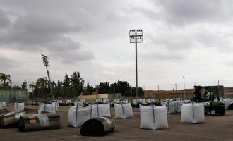 Comença la instal·lació de la nova gespa artificial dels camps de futbol de Parc Central