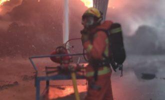 Controlado un incendio en una planta de reciclaje de Riba-roja con 1.000 metros cuadrados afectados