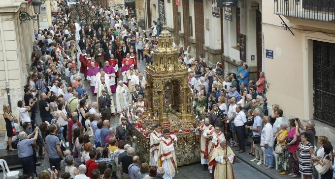 Milers de persones participen en la processó del Corpus Christi a València