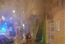 Desallotjada una finca a Paiporta per l'incendi d'un taller situat en el baix