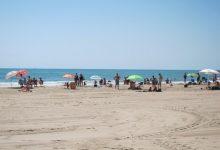 Rescaten inconscient una banyista en la platja canina de Pinedo