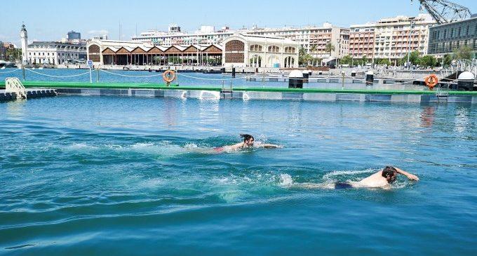 Obri en la Marina la primera piscina natural de València, enfront de la Base