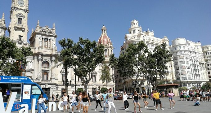 Punt Mòbil d'Informació Turística de València inicia la temporada d'estiu amb una flashmob