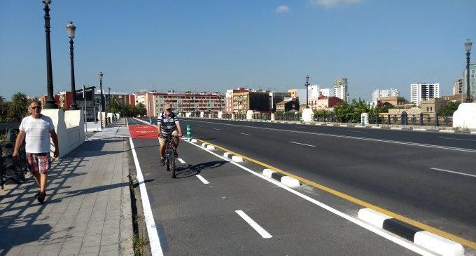 Obert el carril bici que connecta Natzaret i la Marina de València