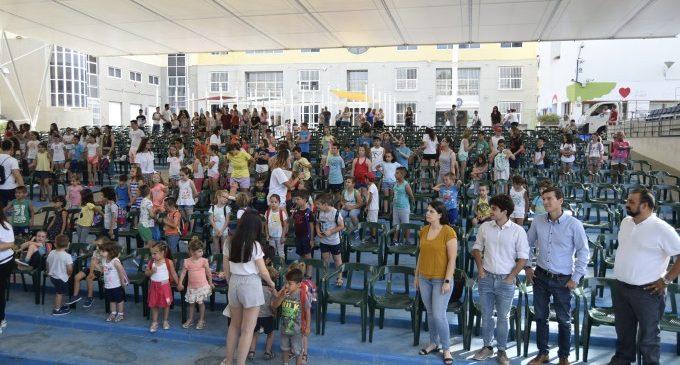 Més de dos-cents xiquets i xiquetes comencen a Burjassot l'Escola d'Estiu