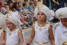 Els festers i festeres més joves de Torrent participen amb l'Entradeta Infantil