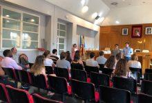 El Ayuntamiento de Burjassot recibe a los 21 alumnos en prácticas del programa La Dipu te Beca