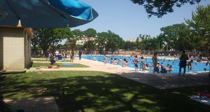 """La piscina de Foios, unes instal·lacions prou """"atractives"""" com per a completar l'aforament"""