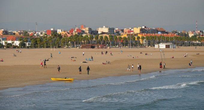 'Oasi' amb wifi, dunes a un costat i aigua a l'altre: la possible transformació de les platges de València