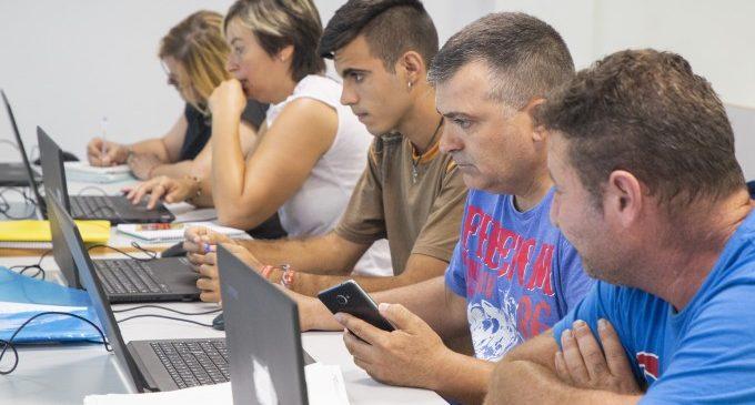 """CSIF valora la caiguda de l'atur però avisa del """"desigual"""" repartiment"""