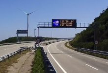 Un equipo de la UV crea una app que lee en voz alta los paneles de tráfico cuando el coche se aproxima