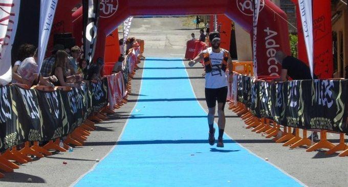 """Un entrenador valencià corre 10 maratons seguides per l'alzheimer: """"El difícil és córrer 365 dies a l'any com ells"""""""