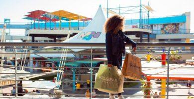 Quan obrin els centres comercials a València