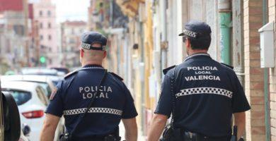La Policía Local precinta una peluquería que trabajaba a puerta cerrada durante el estado de alarma