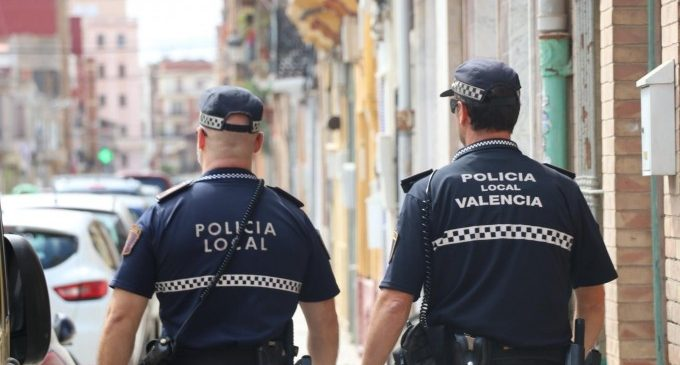 Detingut un jove de 21 anys per agredir a la seua parella en un carrer de Campanar