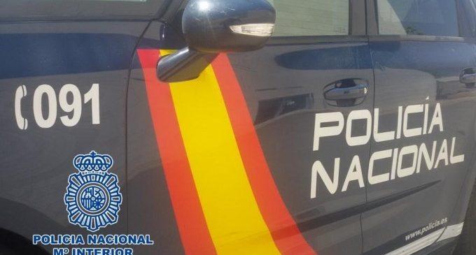 Un policia fora de servei sorprén tres joves quan robaven en furgonetes de repartiment