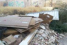 La Policia Local de Manises multa a un veí que llançava basura en una furgoneta