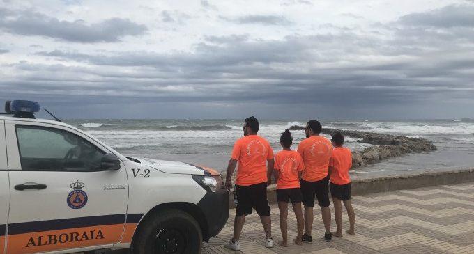 Socorristas rescatan a cinco bañistas en Port Saplaya