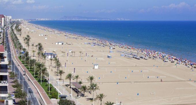 """Gandia obri al bany la platja de Venècia en constatar les condicions """"òptimes"""" de l'aigua"""