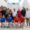 Més de 250 persones omplin el renovat trinquet de la Pobla de Vallbona
