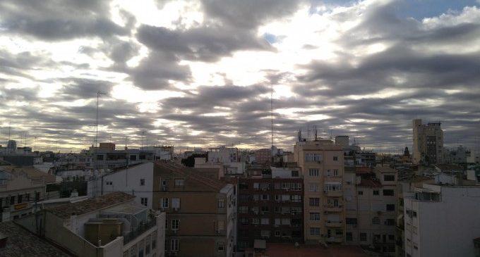 La ola de calor da paso a una bajada de termómetros y a chubascos con tormenta en el norte de la Comunitat Valenciana