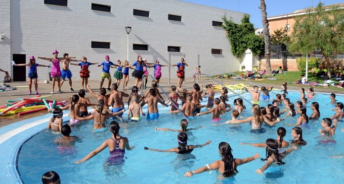 Festa eivissenca, gimcanes, inflables i aquagym a la piscina lúdica municipal de Paiporta
