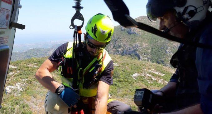 Rescaten a un home esgotat que no podia eixir d'una zona escarpada a Alzira