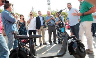 La plaza del Ayuntamiento de València celebra la Semana de la Movilidad con una feria, acrobacias y un homenaje a Queen