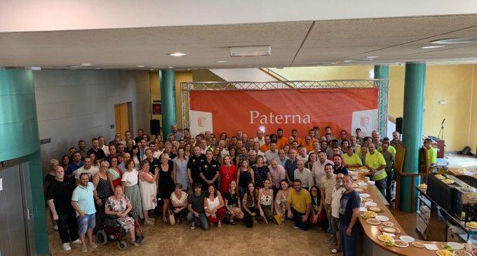 Els protagonistes de l'organització de les Festes de Paterna reben l'agraïment de l'Ajuntament
