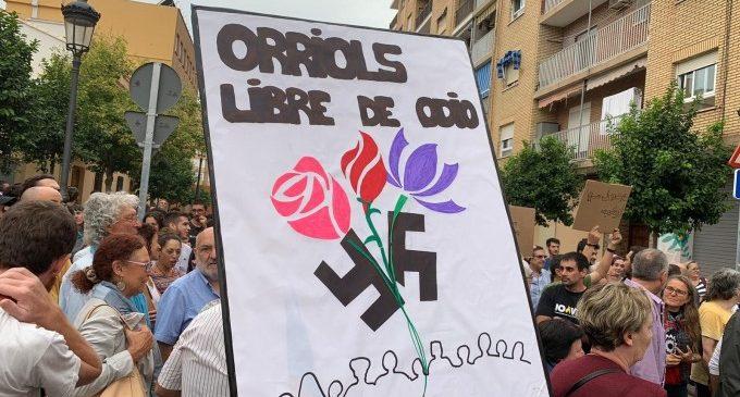 """Vecinos de Orriols se manifiestan para """"frenar el discurso de odio"""" y """"mantener la convivencia"""""""