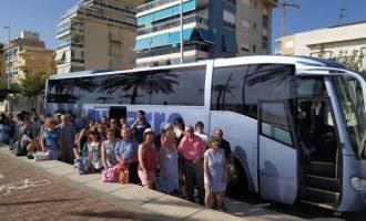 Ontinyent ha portat a 246 veïns a la platja amb un cost municipal de 270 euros durant aquest estiu
