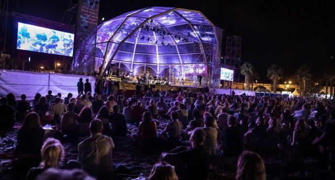 Més de 3.000 persones han gaudit del primer concert de 'Música a la Mar'
