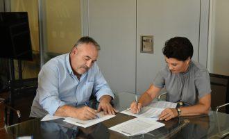 Alfafar firma el contrato de inicio de las obras de mejora y mantenimiento de dos centros educativos municipales