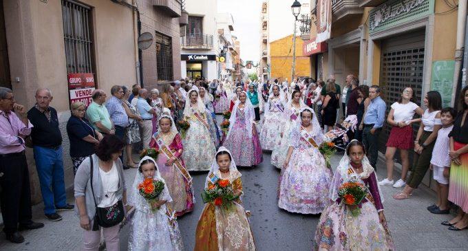 La Ofrenda de flores llena de fervor y tradición Picassent