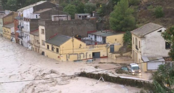30 veïns d'Ontinyent evacuats pel desbordament del riu Clariano