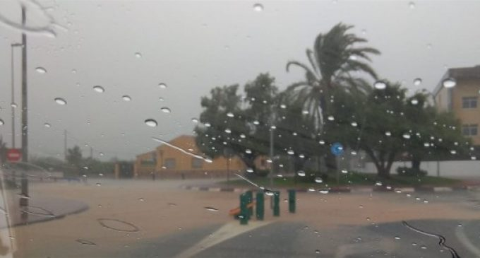 Les pluges obliguen a cancel·lar l'activitat ambulatòria a l'Hospital Vega Baixa i causen goteres en diversos centres