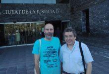 Dos policies espanyols reconeixen un excés de zel i es disculpen per una discriminació lingüística a un rider d'Elx