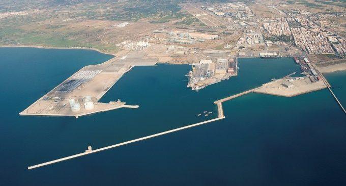 El Puerto de Sagunto, cerrado por el fuerte viento
