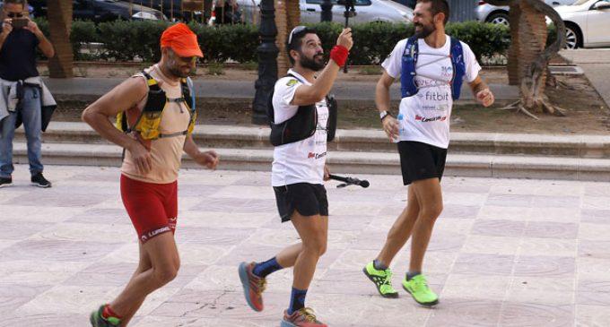 """Veïns de Puçol i amics acompanyen els primers quilòmetres dels """"1.600 per a Noelia"""""""