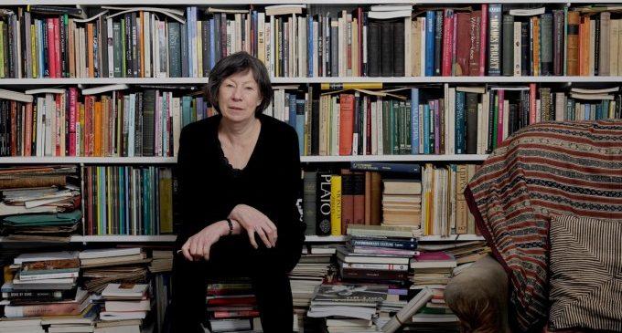 Laura Mulvey, pionera de l'anàlisi feminista del cinema, ofereix una conferència a l'IVAM