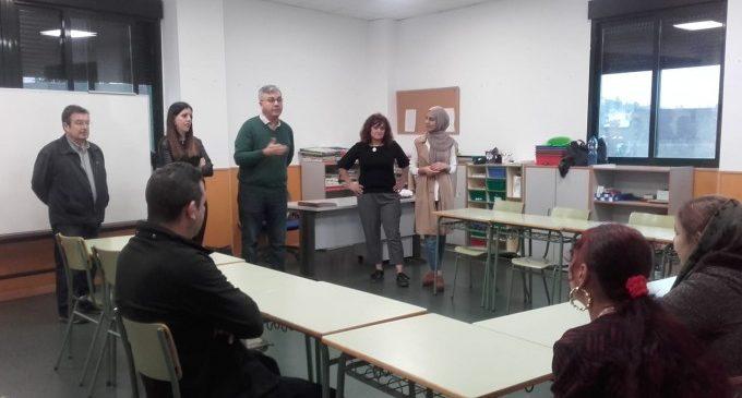 Alzira inaugura un nou taller d'alfabetització