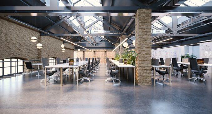 Llum verda a la rehabilitació d'un edifici industrial per a espai de coworking