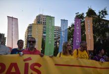 La manifestación del 9 d'Octubre discurre ante una