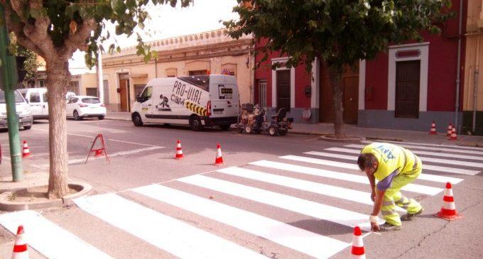 Mobilitat inicia el repintat i reposició de passos de vianants a Llíria