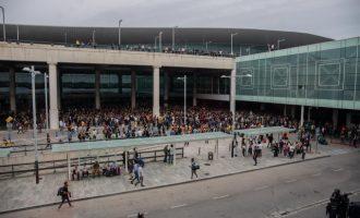 Màxima tensió en l'aeroport del Prat de Barcelona amb càrregues policials