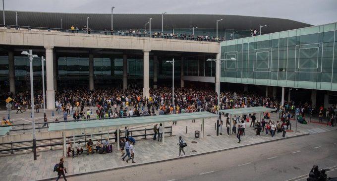 Máxima tensión en el aeropuerto del Prat de Barcelona con cargas policiales