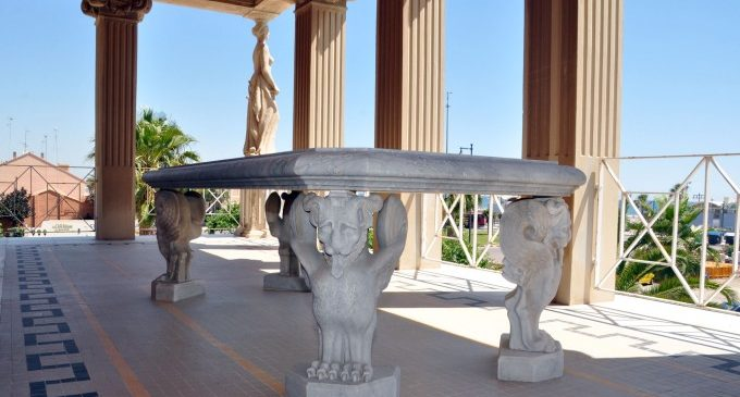 Es restaura la taula de marbre de la Casa Museu Blasco Ibáñez