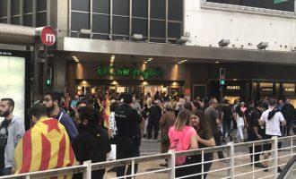 """La ultradreta intenta impedir la concentració """"contra la repressió a Catalunya"""""""