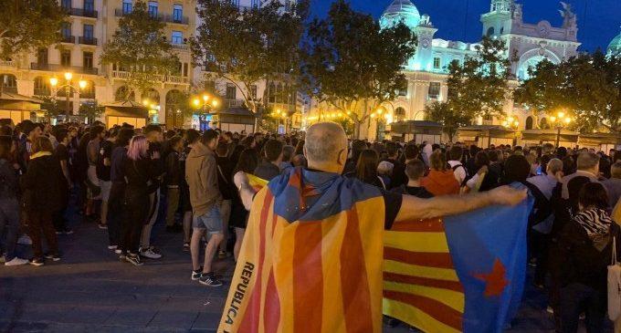 Concentración en València en contra de la sentencia del procés