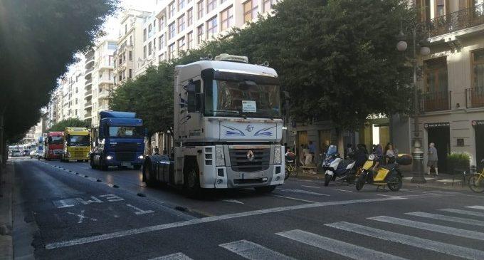 """Transportistes del Port marxen denunciant la seua """"precarització"""" i exigeixen un """"treball digne"""""""
